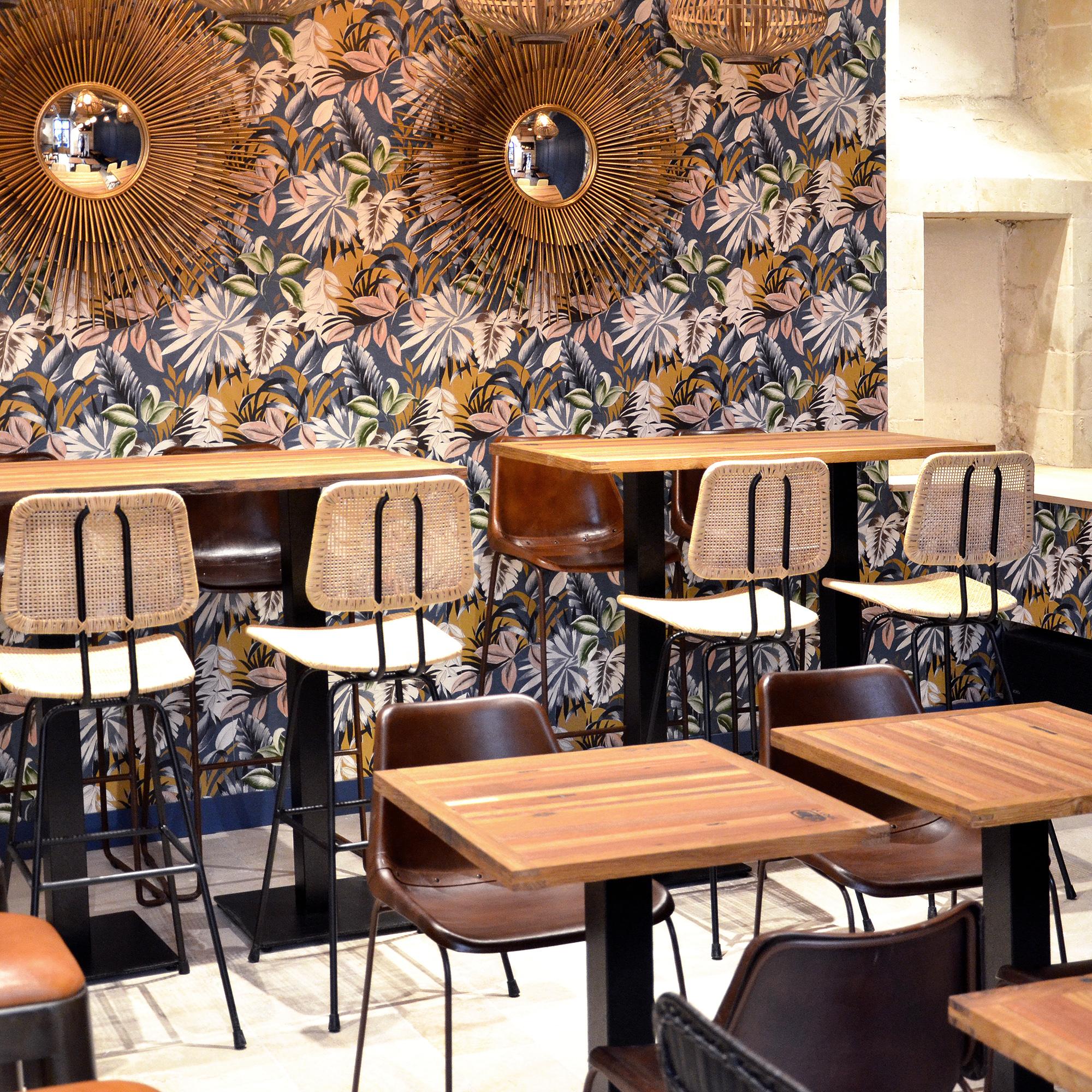 """Agencements dans le café """"La Loge"""", à Angers"""